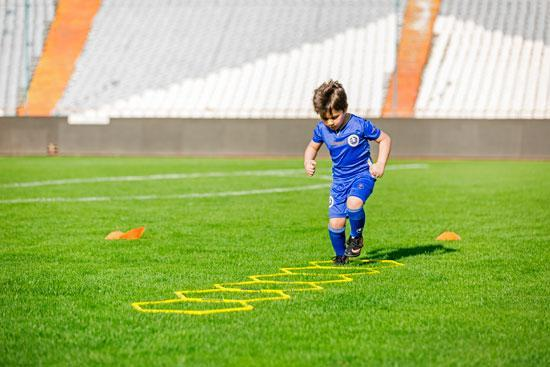 مدرسه فوتبال خوب و قابل اعتماد چه ویژگی هایی دارد؟